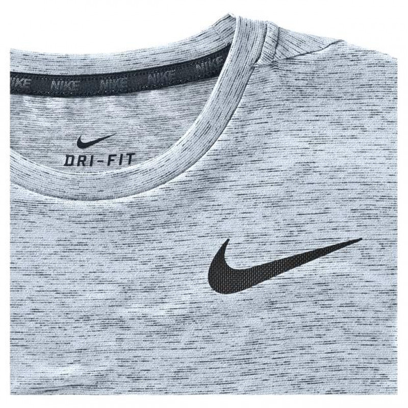 c5883f72118e9 Camiseta Nike Dri-Fit Training Top - Cinza - Planeta Tenis